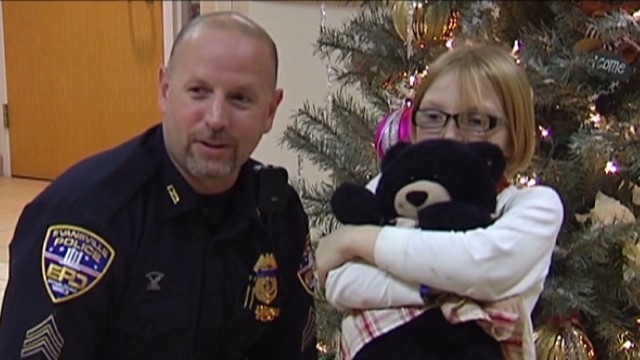 PKG Officer saves teddy bear_00013212.jpg