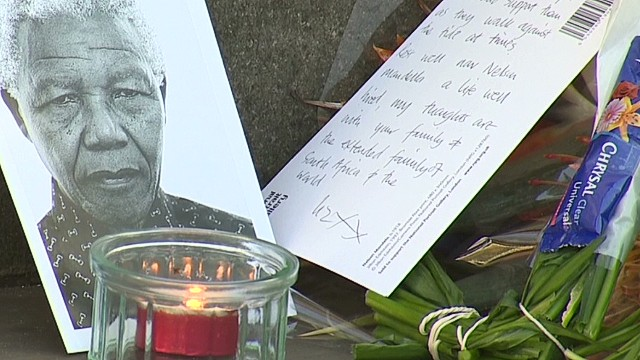pkg mclaughlin uk london mourns nelson mandela death_00002905.jpg
