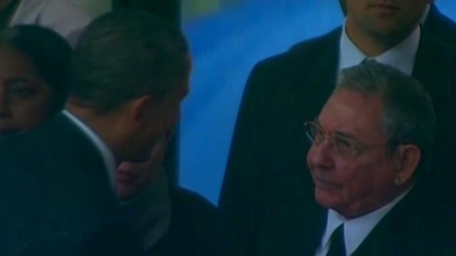 newday obama shakes castro hand_00001629.jpg