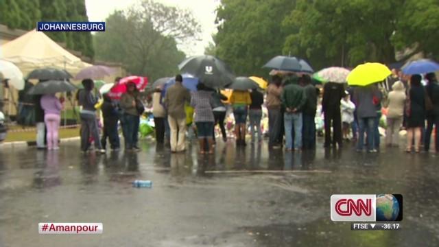 South Africans mourn, celebrate Mandela