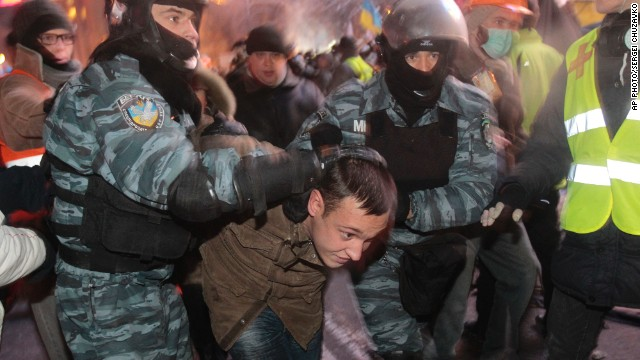 Ukraine protesters clash with police