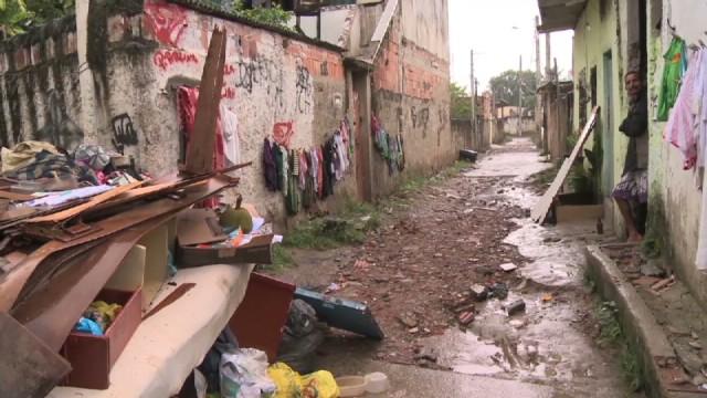 cnnee baron brazil rio floods_00030604.jpg
