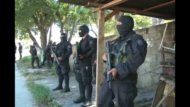 cnnee delcid salvador gang attacks_00002705.jpg
