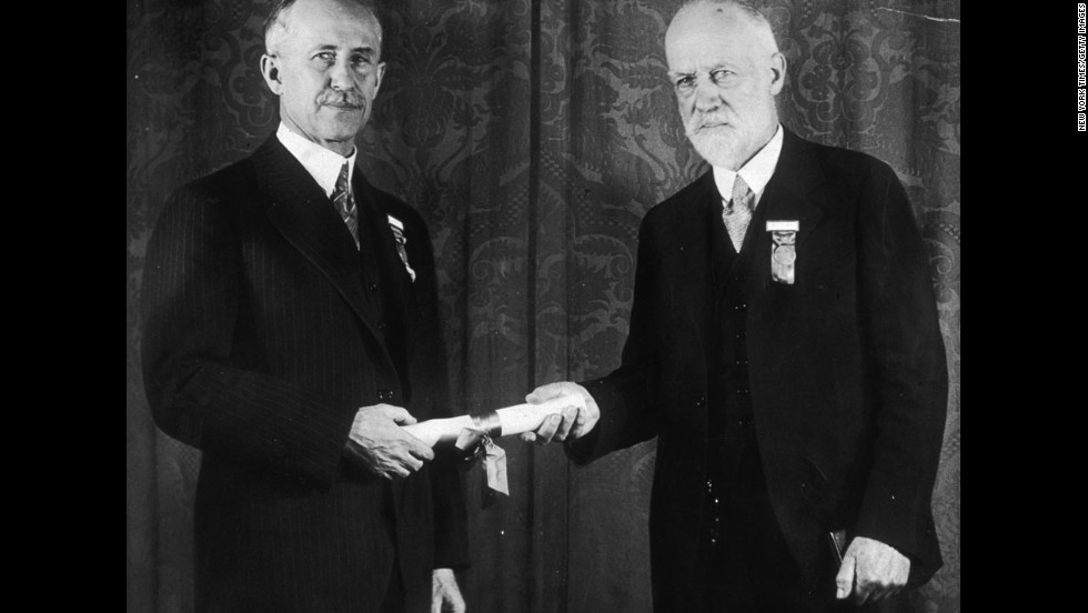Orville, left, receives a Daniel Guggenheim Medal for Aeronautics from W.F. Durand in Washington in 1930.