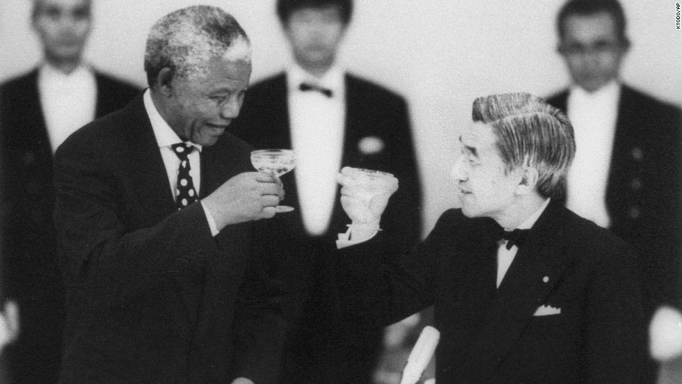 South African President Nelson Mandela and Emperor Akihito toast during a banquet at the Imperial Palace in Tokyo in July 1995.
