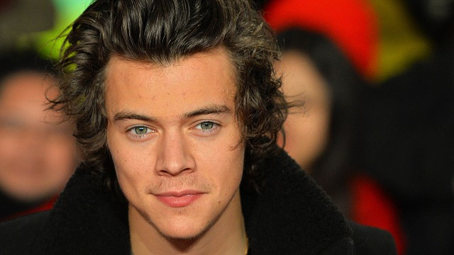 Harry Styles from boy band 'One Direction' poses for pictures on the red carpet at the world premiere of the documentary 'The Class of 92' in London's Leicester Square, on December 1, 2013. AFP PHOTO / LEON NEALLEON NEAL/AFP/Getty Images