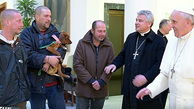 Pope celebrates birthday with homeless