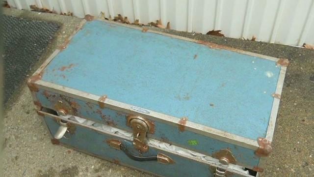 ng infant skeletons found in trunk_00004521.jpg