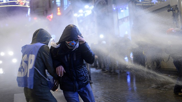 Turkish police use water cannons on crowds