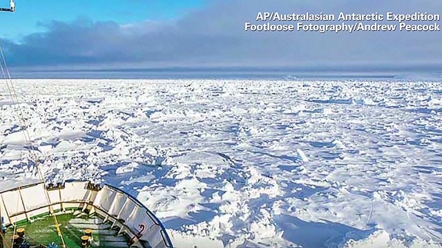 Chinese Icebreaker ship gets stuck during rescue