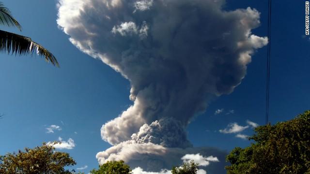 Varias poblaciones fueron evacuadas de forma preventiva en el sureste de El Salvador tras una erupción de ceniza en el volcán Chaparrastique, en el sureste del país, informó un vocero del Dirección General de Protección Civil del país centroamericano.