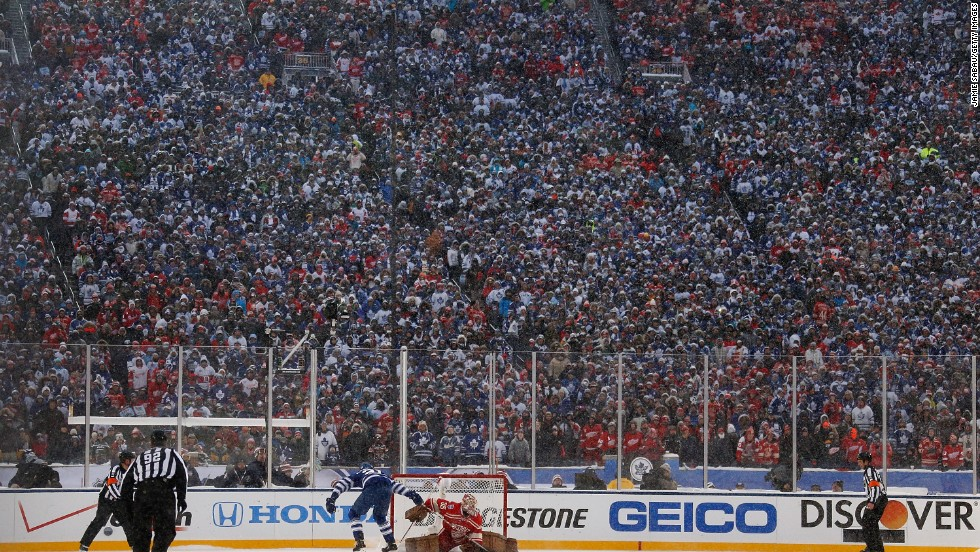 The attendance of 105,491 set a new record high for a hockey match, with 40,000 Maple Leafs fans making the journey across the Ontario border. The  previous record of 104,173 was set in the same venue for a 2010 clash between Michigan and Michigan State.