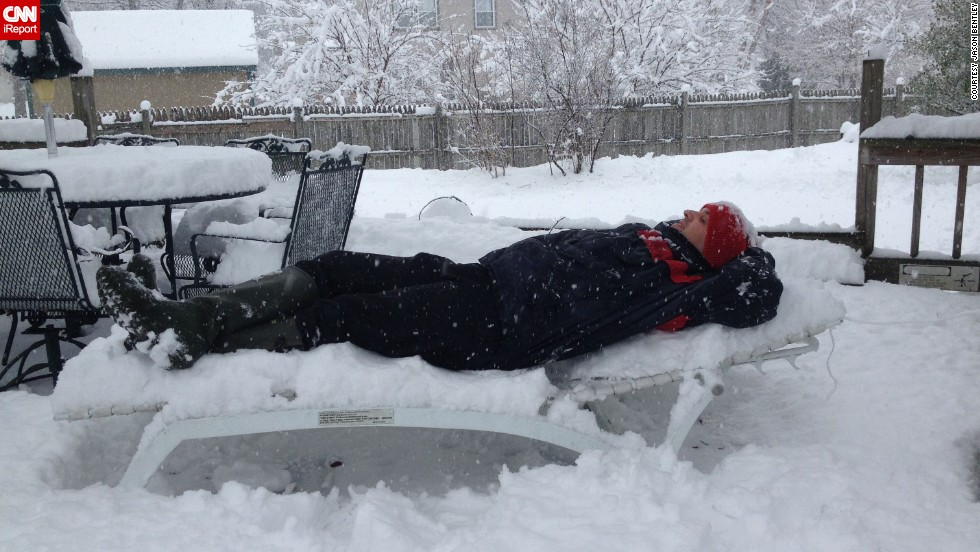 Jason Bentley decided to take a relaxing break in the snow on January 5 in Indianapolis, Indiana, after he learned that his Southwest flight back home to Los Angeles was canceled and rescheduled for Thursday.