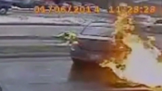 dnt car crashes into gas pump_00002614.jpg