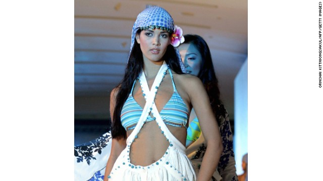 BANGKOK, THAILAND: Miss Venezuela Universe 2005, Monica Spear strides the ramp in a fashion show during a Miss Universe promotional event in Bangkok, 24 May 2005. The 54th annual Miss Universe contest will take place in Bangkok on 31 May 2005.