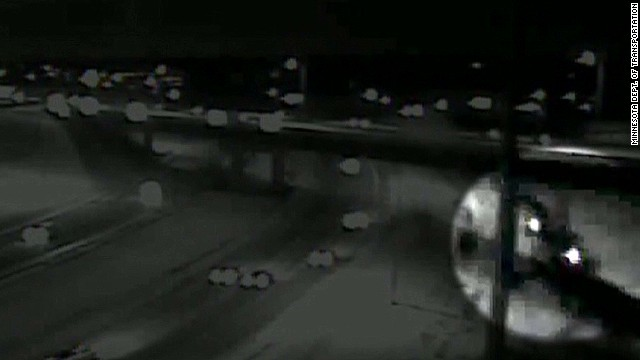 Car flies off overpass Earlystart _00000420.jpg