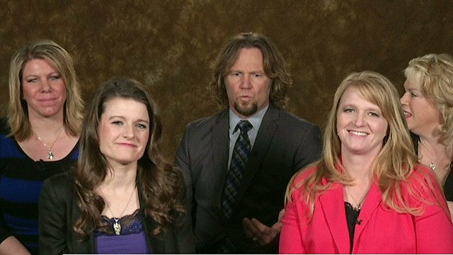 4 'sister wives' fight to live together