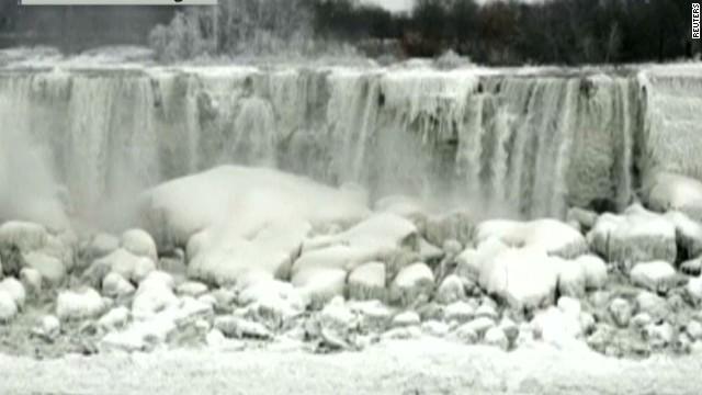 cnnee enc niagara falls frozen_00000108.jpg