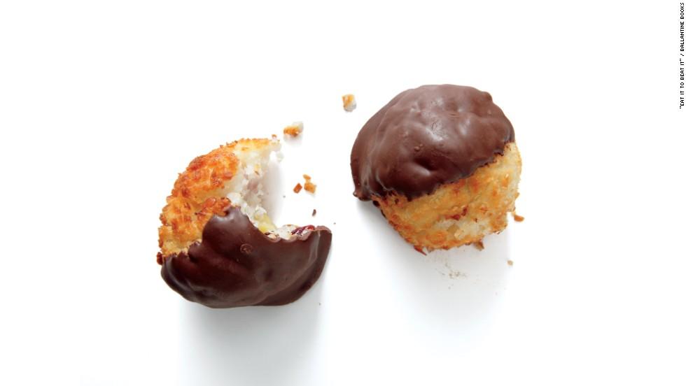 "<strong>Best restaurant dessert: </strong>Au Bon Pain's chocolate dipped cranberry almond coconut macaroon has 290 calories, 16 grams fat, 110 milligrams sodium,  2 grams fiber, 25 grams sugar and 4 grams protein. ""Under 300 calories, with 2 grams of fiber and less than 30 grams of sugar. This is a restaurant dessert miracle,"" says Zinczenko."