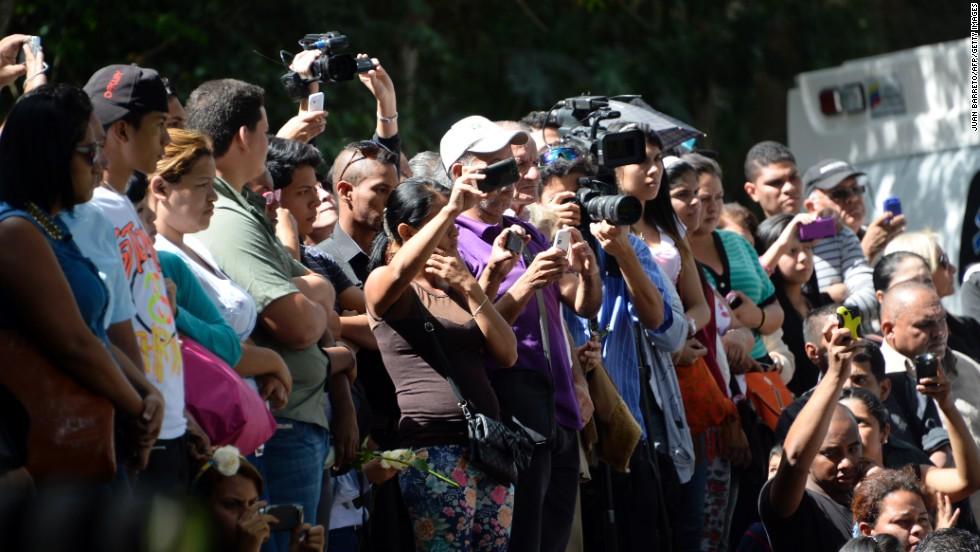 Familiares, amigos y seguidores se despidieron de Mónica Spear y su esposo Thomas Henry Berry durante su funeral y entierro en Caracas.