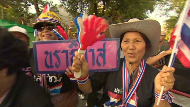 Protesters challenge Thai government