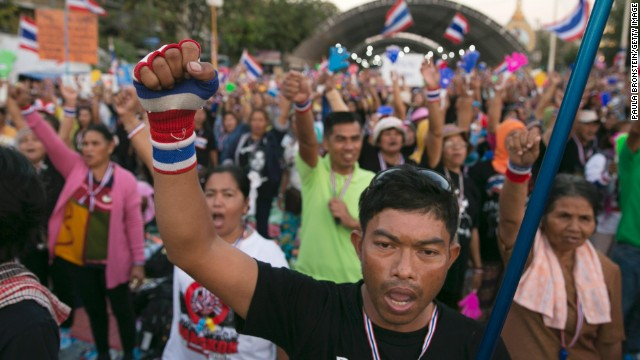 Thousands protest government in Thailand