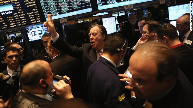 Traders work the floor of the New York Stock Exchange. (File photo)