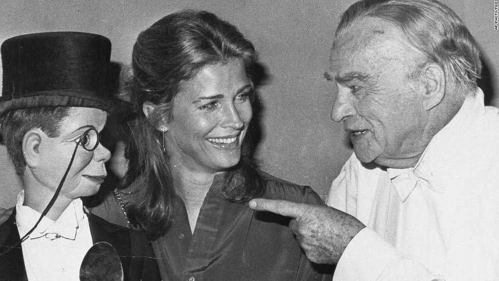 Edgar Bergen (1978), with daughter Candice Bergen and ventriloquist dummy Charlie McCarthy.