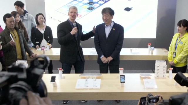EarlyStart McKenzie iPhones China_00012421.jpg