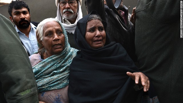Pakistani women mourn the death of victims of a suicide blast at a hospital in Rawalpindi on January 20, 2014.