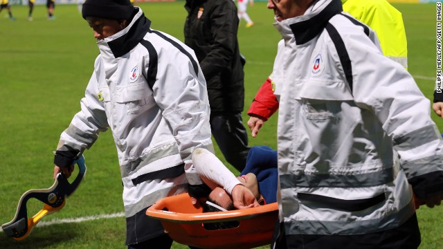 Monaco's Columbian forward Radamel Falcao (C) is lifted away from the pitch after being injured during the French Cup football match between Chasselay (MDA) and Monaco (ASM) on January 22, 2014 at the Gerland stadium in Lyon, central-eastern France. AFP PHOTO / PHILIPPE MERLE (Photo credit should read PHILIPPE MERLE/AFP/Getty Images)