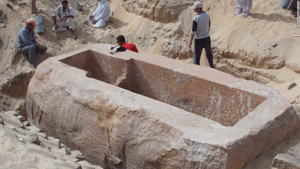 "The newly discovered tomb of the Pharaoh Woseribre Senebkay, described as the ""king of upper and lower Egypt,"" had been looted."