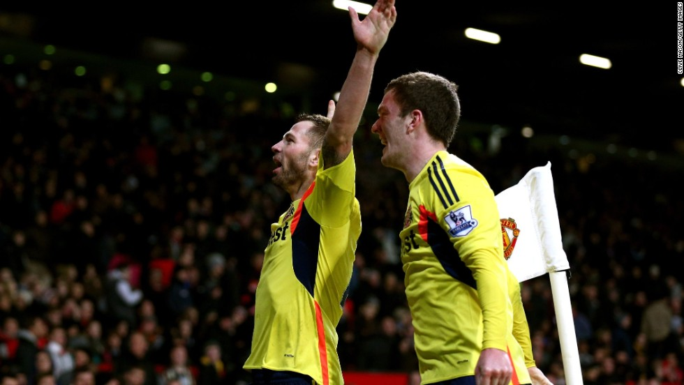 An error from Manchester United goalkeeper David De Gea looked to have gifted Sunderland victory in their English League Cup semifinal when the Spaniard let Phil Bardsley's shot into the net.