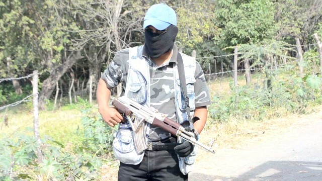 Vigilantes clash with Mexican cartels