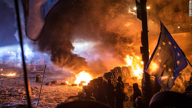 Protesters prep for battle in Ukraine