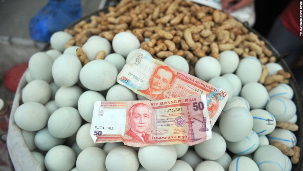 In the Philippines, balut is served by everyone from street-side hawkers to upscale restaurants. Ready to see what's inside? If you're the queasy sort, don't click any further.