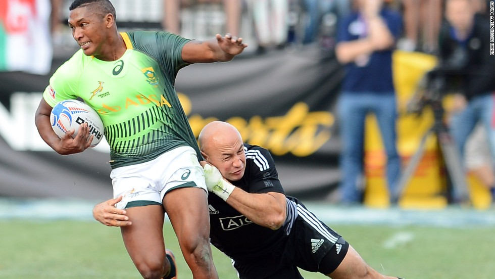 South Africa beat New Zealand 14-7 to win a second successive U.S. sevens title in Las Vegs. The victory took Neil Powell's team top of the Rugby Sevens World Series standings.