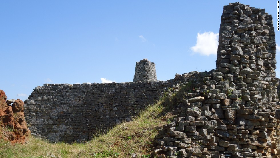 Skillful builders crafted huge dry-stone walls, incorporating massive boulders into some of the grand structures.