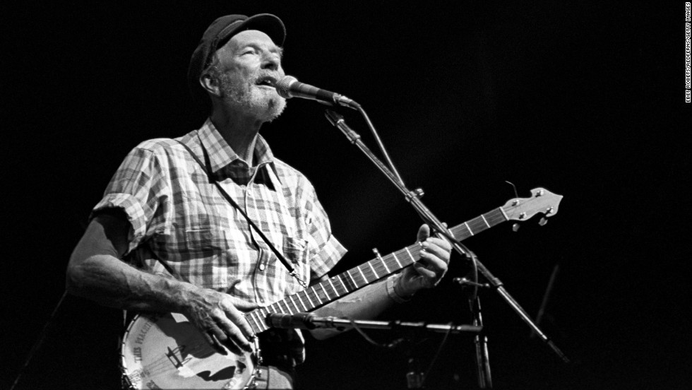 "El legendario cantante<a href=""http://www.cnn.com/2014/01/28/showbiz/pete-seeger-death/index.html"" target=""_blank""> Pete Seeger</a>, famoso por clásicos como ""Where Have All the Flowers Gone"" y ""If I Had a Hammer (The Hammer Song)"" murió por causas naturales en Nueva York, dijo su nieto a CNN a los 94 años."