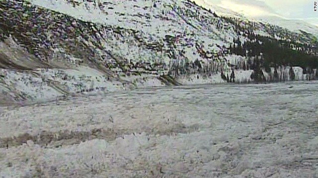 Massive avalanche cuts off Alaska town