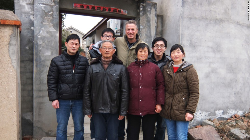 CNN's David McKenzie and Dayu Zhang (back right) with Zhou (right) and her family in Hefei.