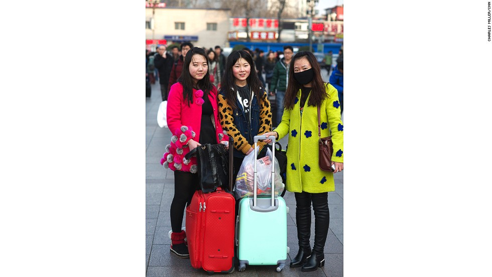 Zhai Xixi (R) and her friends are sophomore students at China Central Academy of Fine Arts in Beijing. The 20-year-olds hope to be painters. They're returning to Linfen in Shanxi province.