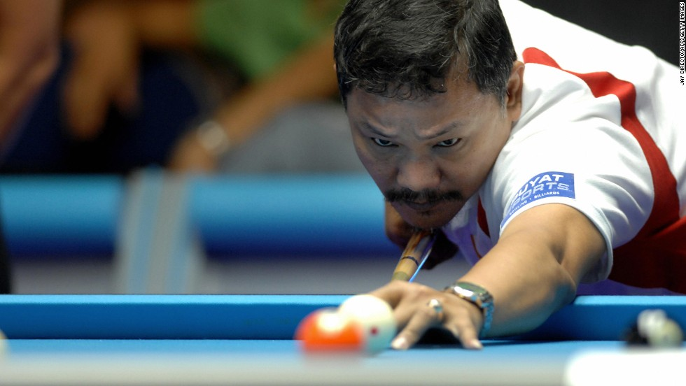 "In the 1980s, when Efren Reyes left the Philippines to hustle pool in the States, legend has it he was making $80,000 a week,<a href=""http://espn.go.com/espn/story/_/id/7879307/pool-dennis-orcollo-best-money-game-player-world-espn-magazine"" target=""_blank""> according to ESPN Magazine</a>. Reyes is seen here at the Araneta Coliseum, Quezon City, in suburban Manila in 2007."