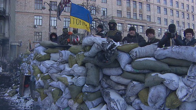 Kiev protesters hunker down against cold