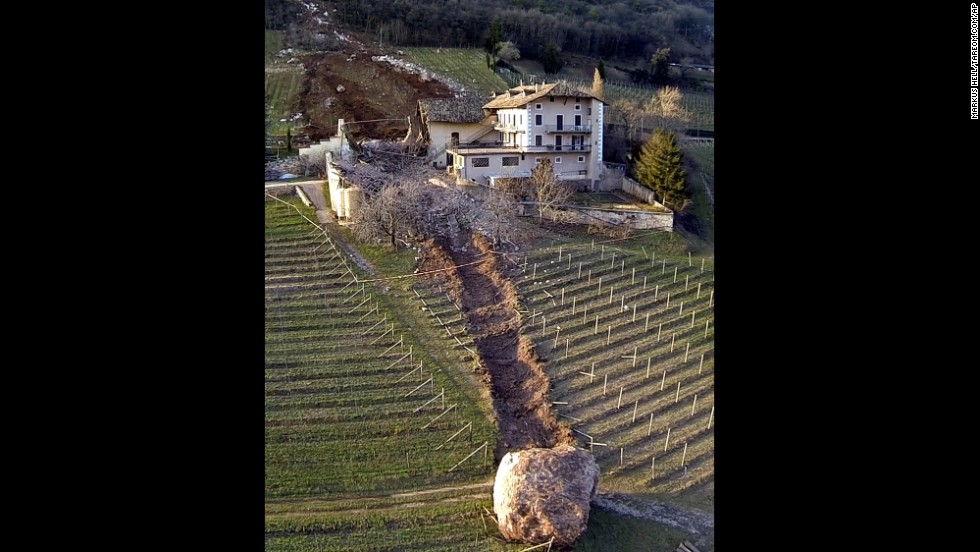 La roca que destruyó el granero pasó justo al lado de la casa.