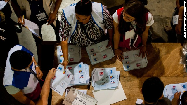 Election staffers count ballots at a polling station after presidential elections in San Salvador, El Salvador on February 2, 2014. Voters in crime-plagued El Salvador headed to the polls Sunday to decide whether to keep the leftist party in power or return to conservative rule.