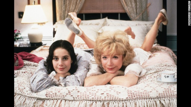 © 1983 - Paramount Pictures Titles: Terms of Endearment Names: Shirley MacLaine, Debra Winger Characters: Emma Horton Still of Shirley MacLaine and Debra Winger in Terms of Endearment (1983)