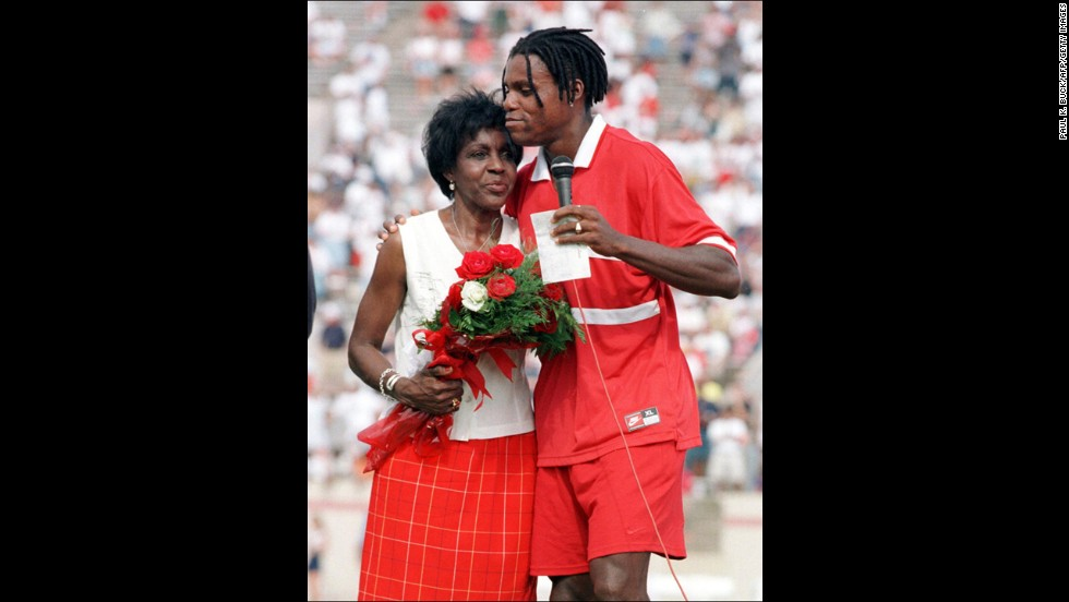 Track-and-field legend Carl Lewis hugs his mother, Evelyn, after his farewell race in Texas in 1997.