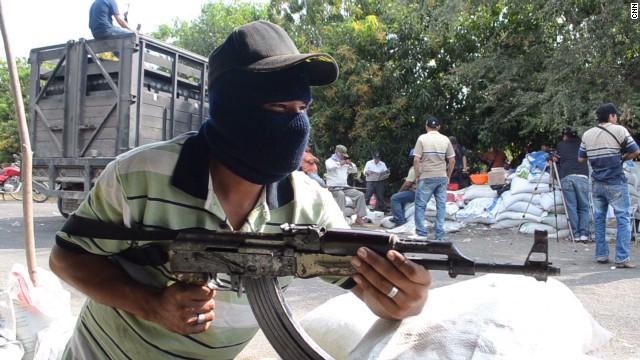 cnnee romo michoacan vigilantes narco mansion_00024420.jpg