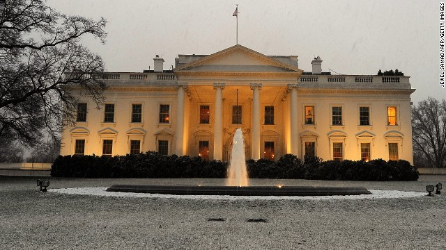 Man tries to jump White House fence